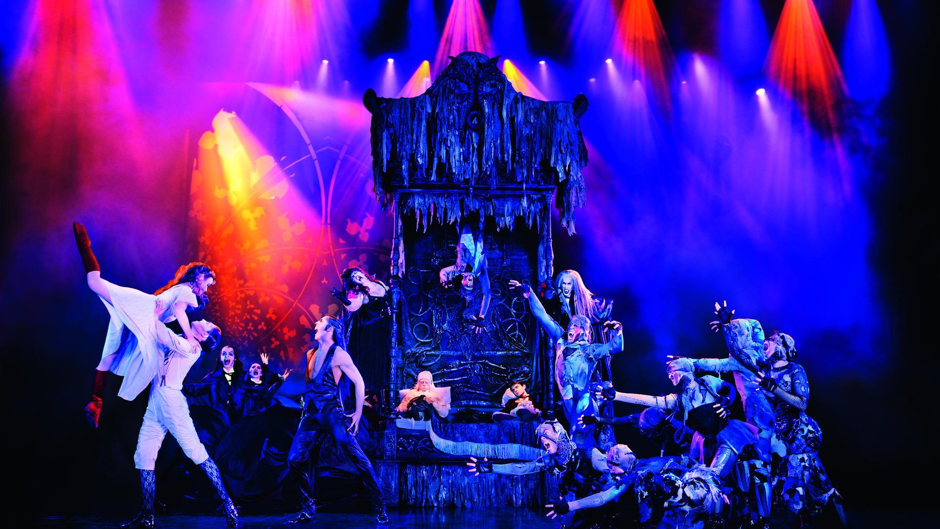 """Fantastisches Spektakel: Der Traumtanz """"Carpe Noctum"""" aus dem Kult-Musical """"Tanz der Vampire"""" ist nun wieder in Stuttgart zu erleben."""