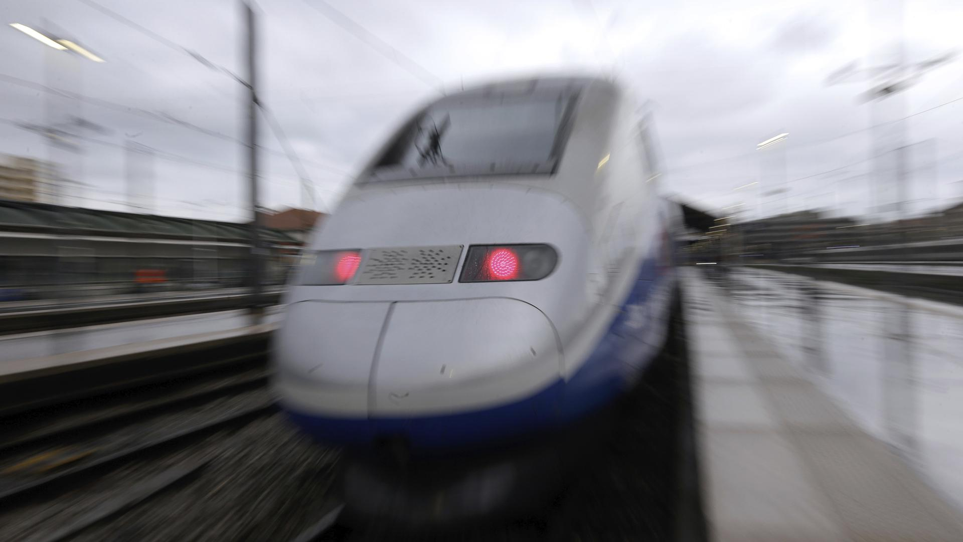Nach dem tödlichen Unfall mit einem TGV am Bahnhof Karlsruhe-Durlach suchen Bundespolizei und Deutsche Bahn nach Möglichkeiten, die Durchfahrt von Zügen sicherer zu machen. (Symbolfoto)