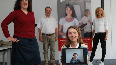 """Das Projekt """"Traumberuf Professorin"""" soll an Hochschulen mehr Professorinnen in Forschung und Lehre bringen. Christine Keller, Ingo Stengel, Elisabeth Closs und Pia Härter gehören zum Team, auch  Birgit Ester (auf dem Bildschirm) ist mit dabei."""