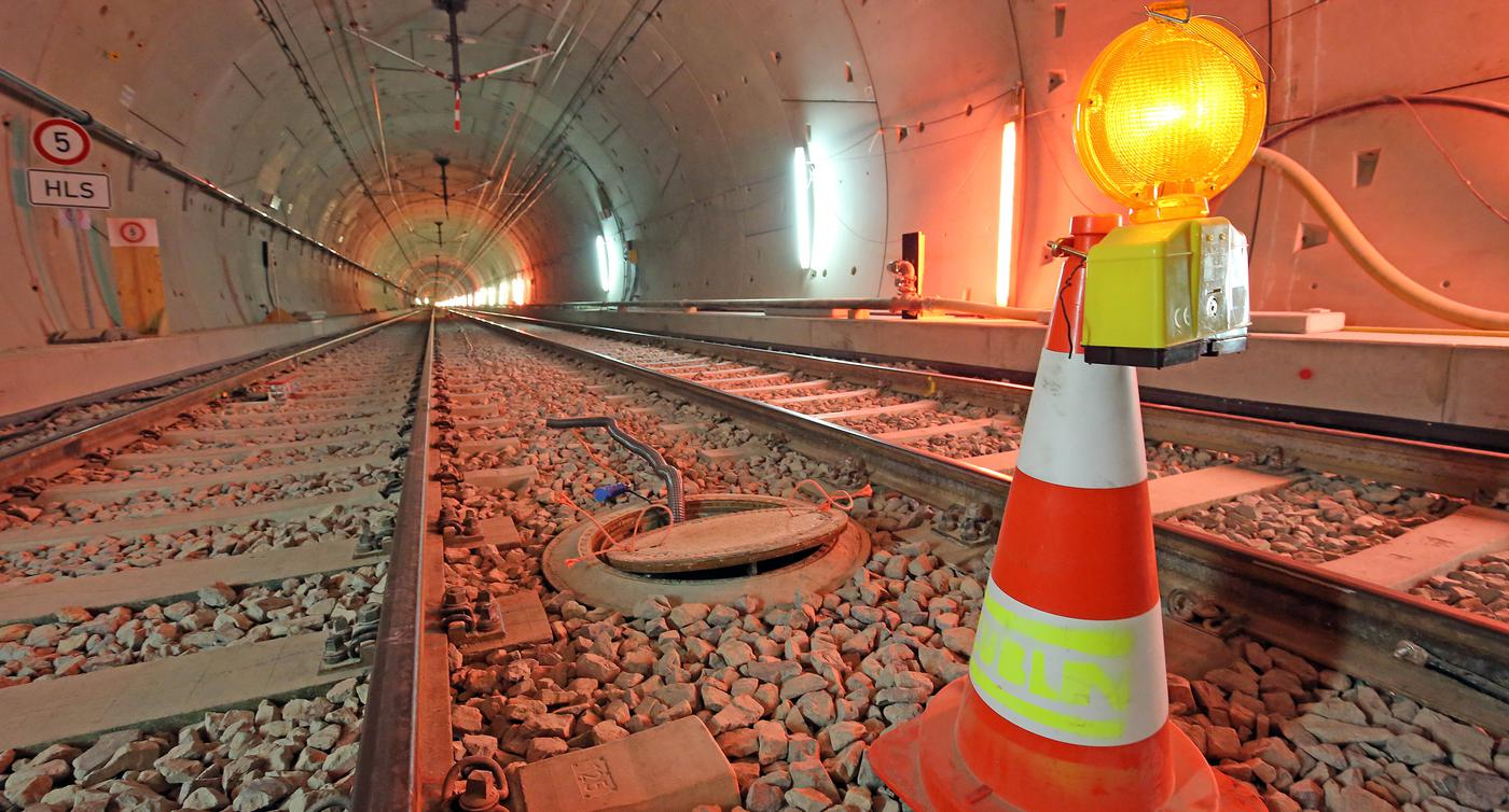 U-Strab Tunnel Oberleitung