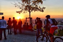 Romantischer geht's kaum: Der Turmberg ist der Top-Ort für Sonnenuntergangs-Dates in Karlsruhe.