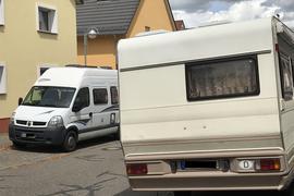 Wohnmobile in Wohngebieten wie hier in Rüppurr sind manchem Anrainer ein Dorn im Auge.