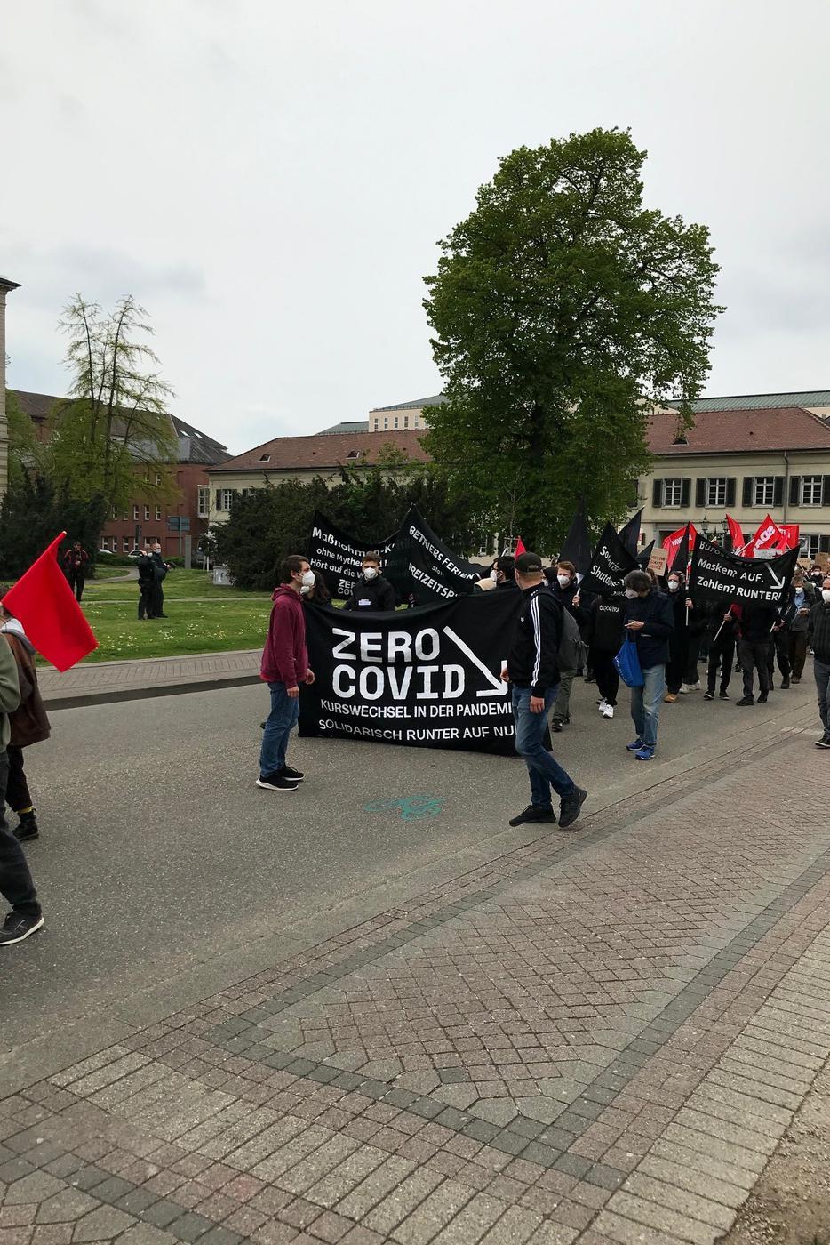 Demo-Zug am Friedrichsplatz mit Zero Covid Forderung