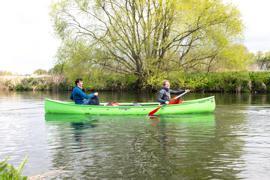 Übungstour: Bevor sie sich auf den Amazonas wagen, paddeln Julian Naidu (links) und Konstantin Pissarsky immer wieder probeweise auf Rhein und Mosel.