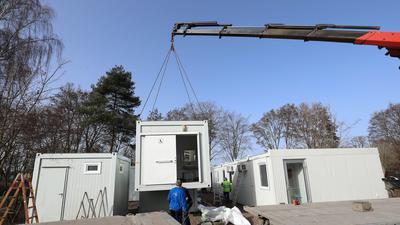 24.02.2021  Container werden auf dem Campingplatz Durlach gestellt