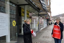 17.02.2021 Einzelhandel in Durlach im Corona-Lockdown, links Meike Eberstadt, rechts Hatice Kammerer