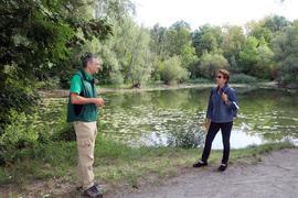 27.08.2020 am Oberwaldsee, zu Frageserie. Rechts Friedhilde Schwitalla, links der städtische Wildtierbeauftragte Stefan Lenhard
