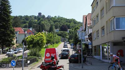21.07.2021 Turmbergbahn,  Bergbahnstraße mit Verkehr auf der B 3, die im Vordergrund                                                           quer verläuft -Copyright - Jodo-Foto /  Joerg  Donecker Sonnenbergstr.4  D-76228 KARLSRUHE TEL:  0049 (0) 721-9473285 FAX:  0049 (0) 721 4903368  Mobil: 0049 (0) 172 7238737 E-Mail:  joerg.donecker@t-online.de Sparkasse Karlsruhe  IBAN: DE12 6605 0101 0010 0395 50, BIC: KARSDE66XX Steuernummer 34140/28360 Veroeffentlichung nur gegen Honorar nach MFM zzgl. ges. Mwst.  , Belegexemplar und Namensnennung. Es gelten meine AGB.