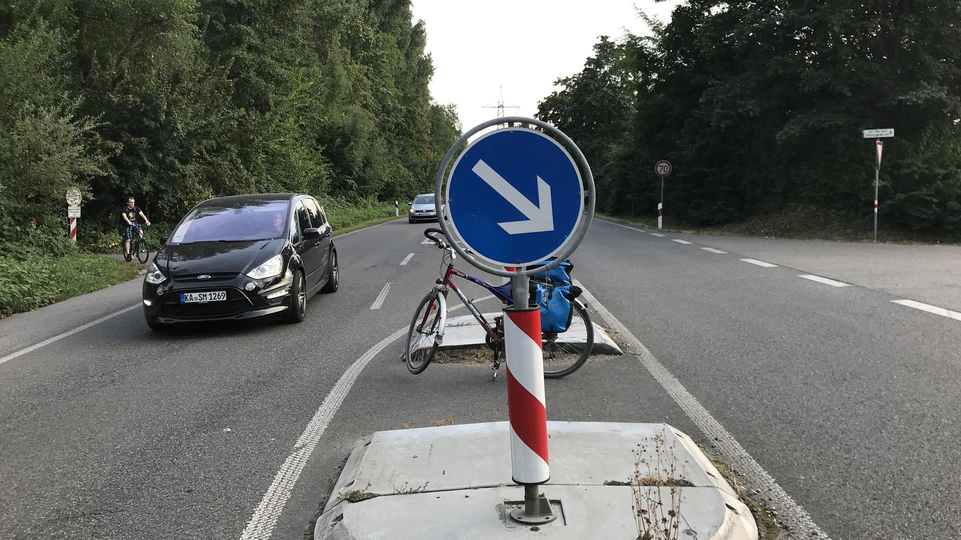 Schon für ein normales Fahrrad ist die Querungshilfe in der Elfmorgenbruchstraße gerade breit genug. Mit einem Lastenrad wird es richtig eng.