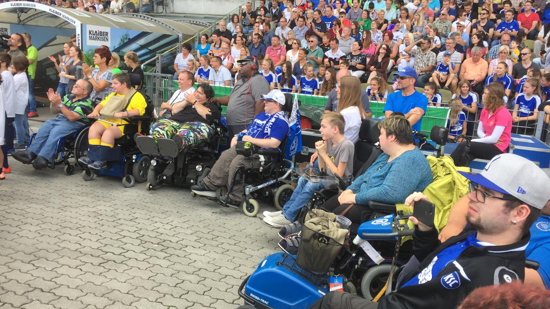 KSC-Fans im Rollstuhl