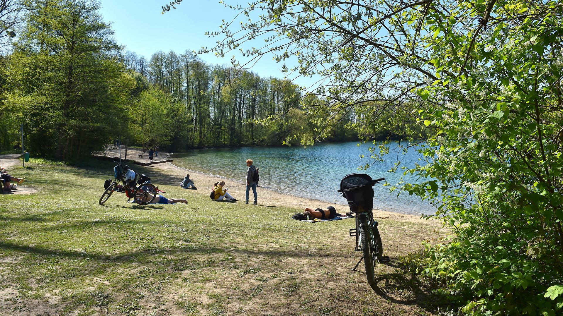 Schönes Ziel für Fahrradausflüge: der Grötzinger Baggersee im Frühling.