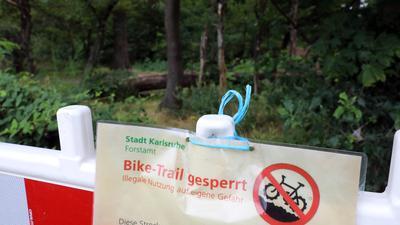 © Jodo-Foto /  Joerg  Donecker//  6.07.2021 Bike Trail beim Flughafen Forchheim,                                                              -Copyright - Jodo-Foto /  Joerg  Donecker Sonnenbergstr.4  D-76228 KARLSRUHE TEL:  0049 (0) 721-9473285 FAX:  0049 (0) 721 4903368  Mobil: 0049 (0) 172 7238737 E-Mail:  joerg.donecker@t-online.de Sparkasse Karlsruhe  IBAN: DE12 6605 0101 0010 0395 50, BIC: KARSDE66XX Steuernummer 34140/28360 Veroeffentlichung nur gegen Honorar nach MFM zzgl. ges. Mwst.  , Belegexemplar und Namensnennung. Es gelten meine AGB.