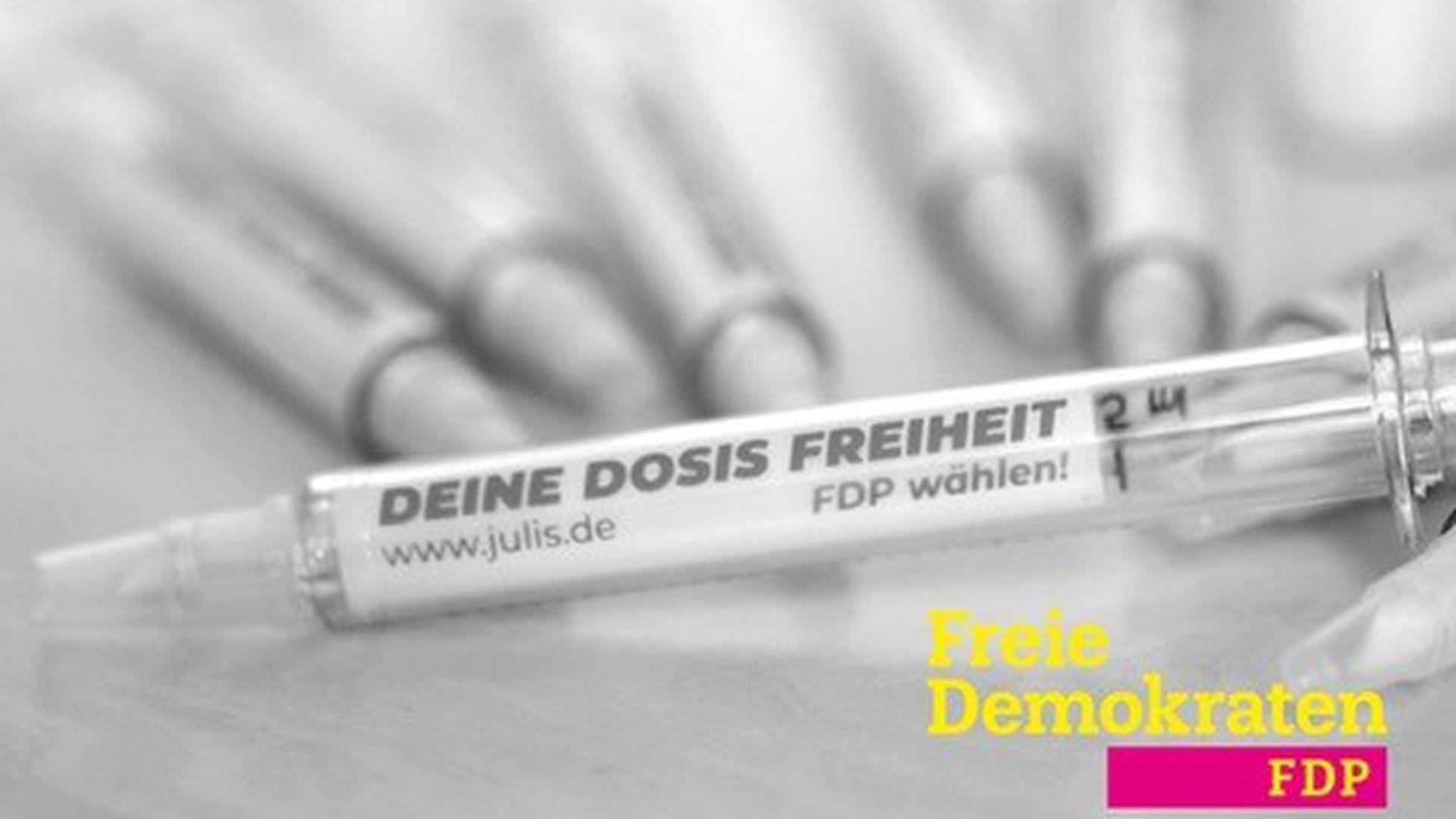 """""""Deine Dosis Freiheit"""": Mit diesem Plakat wirbt die FDP für eine Impfaktion am Samstag – und um Wählerstimmen bei der Bundestagswahl."""