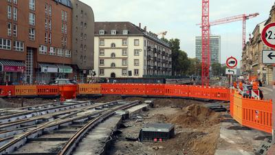 17.10.2020 Baustelle Autotunnel Kriegsstraße, Wendepunkt für Autos beim Mendelssohnplatz südlich der Heinrich-Hübsch-Schule