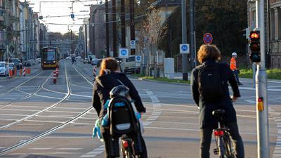 9.11.2020 Ampel für Radfahrer am Durlacher Tor Richtung Innenstadt und Fahrradstraße vor dem KIT-Campus Süd (rechts)