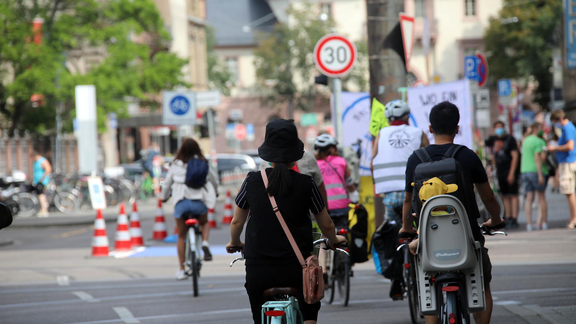 1.08.2020 Pop-Up Radweg in der Karlstraße zwischen Europaplatz und Stephanienstraße