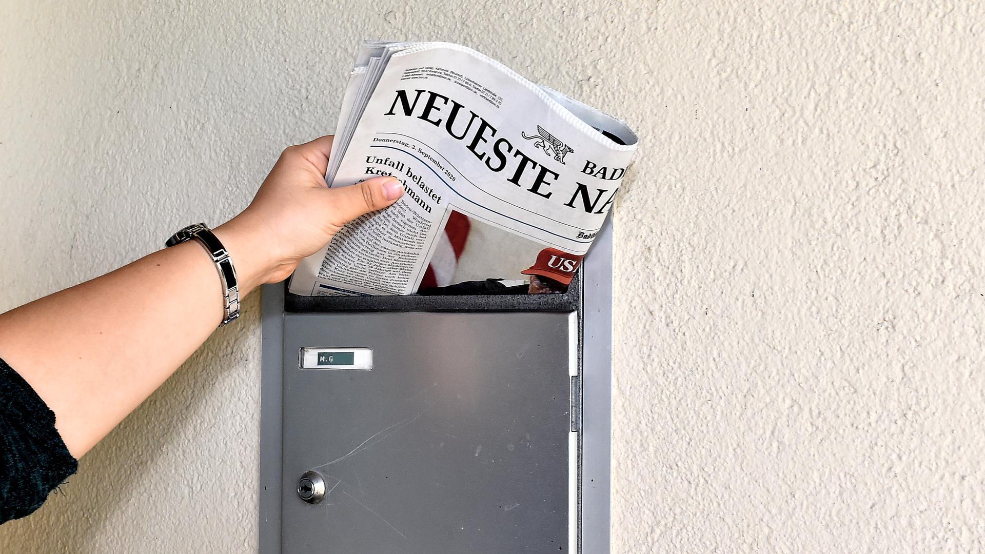 Nach Redaktionsschluss: Nachtbetrieb bei den Badischen Neueste Nachrichten - von der Plattenherstellung zum Druck und anschließend in den Versand mit Auslieferung