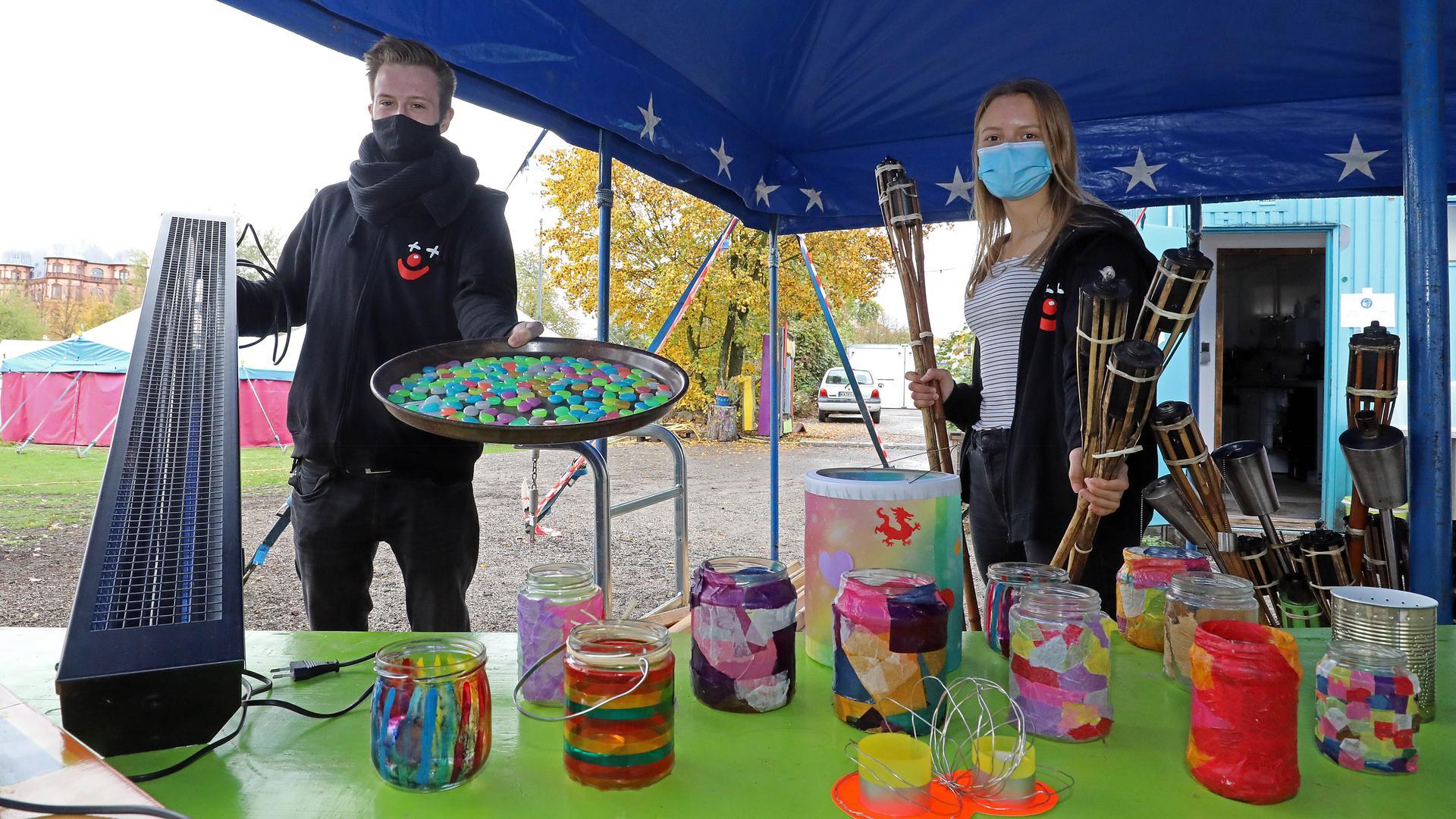 """26.10.2020 Vorbereitungen zum """"Zirkuslichterfest"""" im Otto-Dullenkopf-Park auf dem Zirkusgelände mit Niklas Zwingenberger und Alexa Weikinger"""