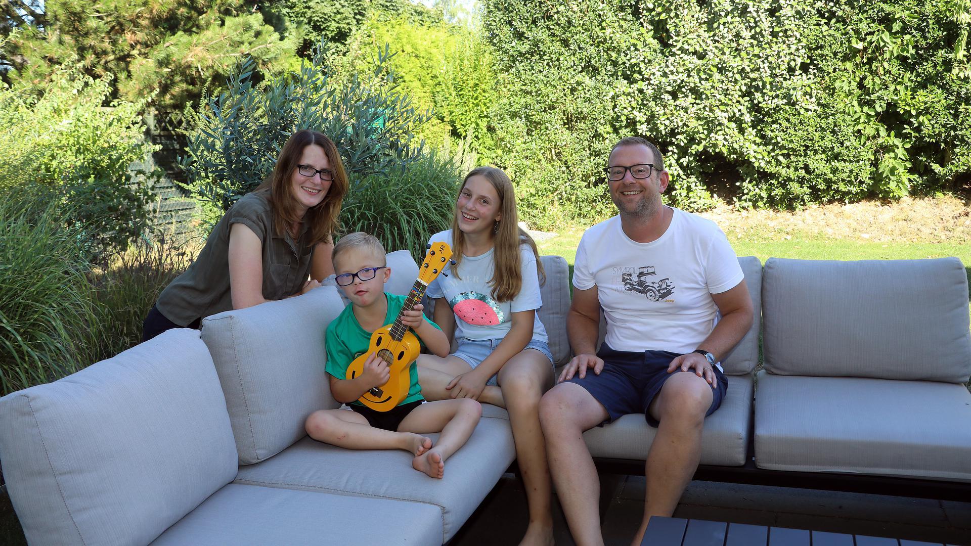 In Palmbach lebt Familie Zerbe: Mutter Susanne , Vater Clemens, Sohn Maximilian (mit Trisomie 21), Tochter Johanna. Aufnahme vom 20.08.2020