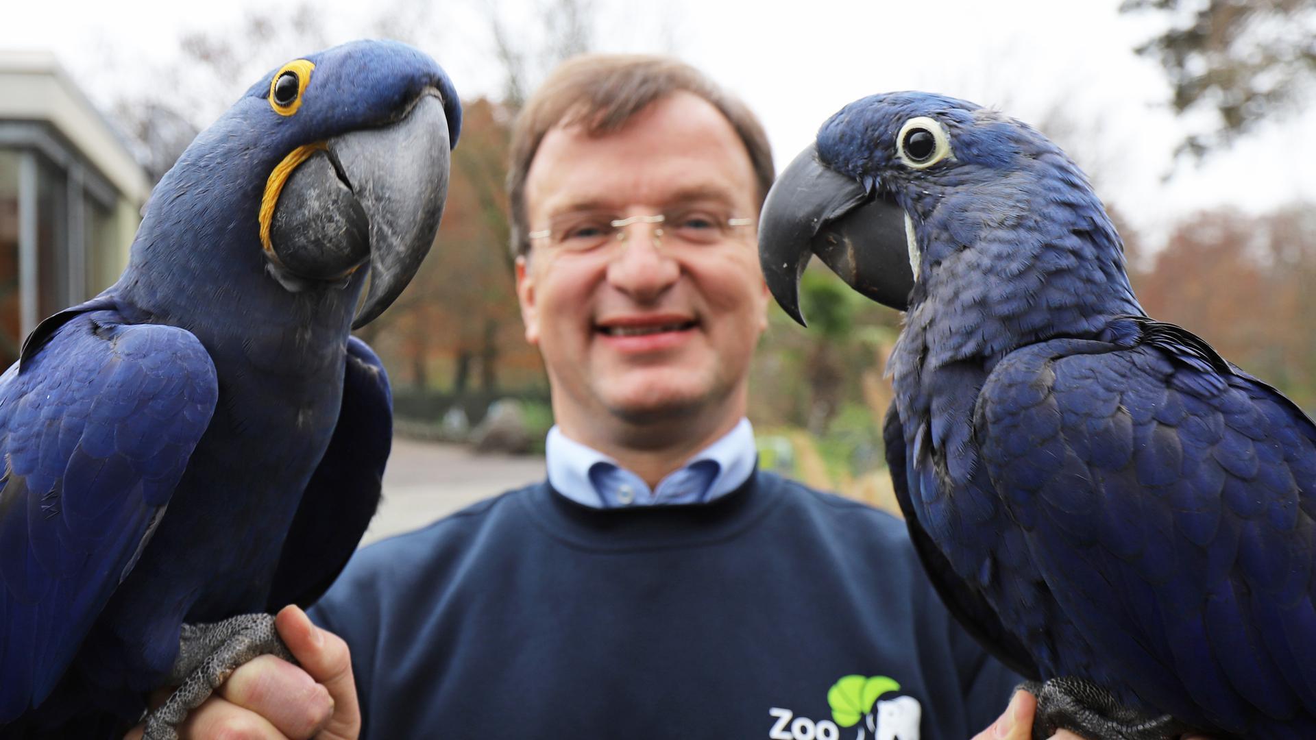 Aras Henry und Indigo und Zoochef Matthias Reinschmidt