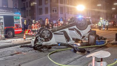 Hauptverhandlung: Der 49 Jahre alte mutmaßliche Verursacher mehrerer Unfälle vom November vergangenen Jahres muss sich vor dem Landgericht Karlsruhe verantworten. Er hinterließ damals eine Schneise der Verwüstung.