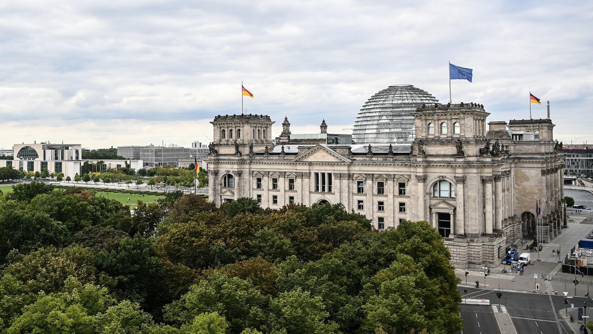 Das Reichstagsgebäude im Berliner Regierungsviertel.