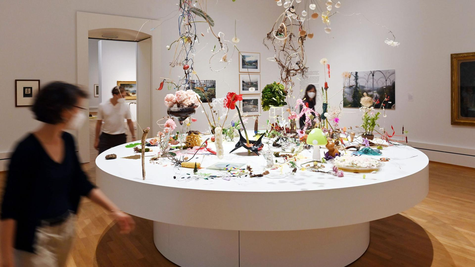 """In der Staatlichen Kunsthalle Karlsruhe wird das Werk """"Pflanzen dichten"""" gezeigt."""