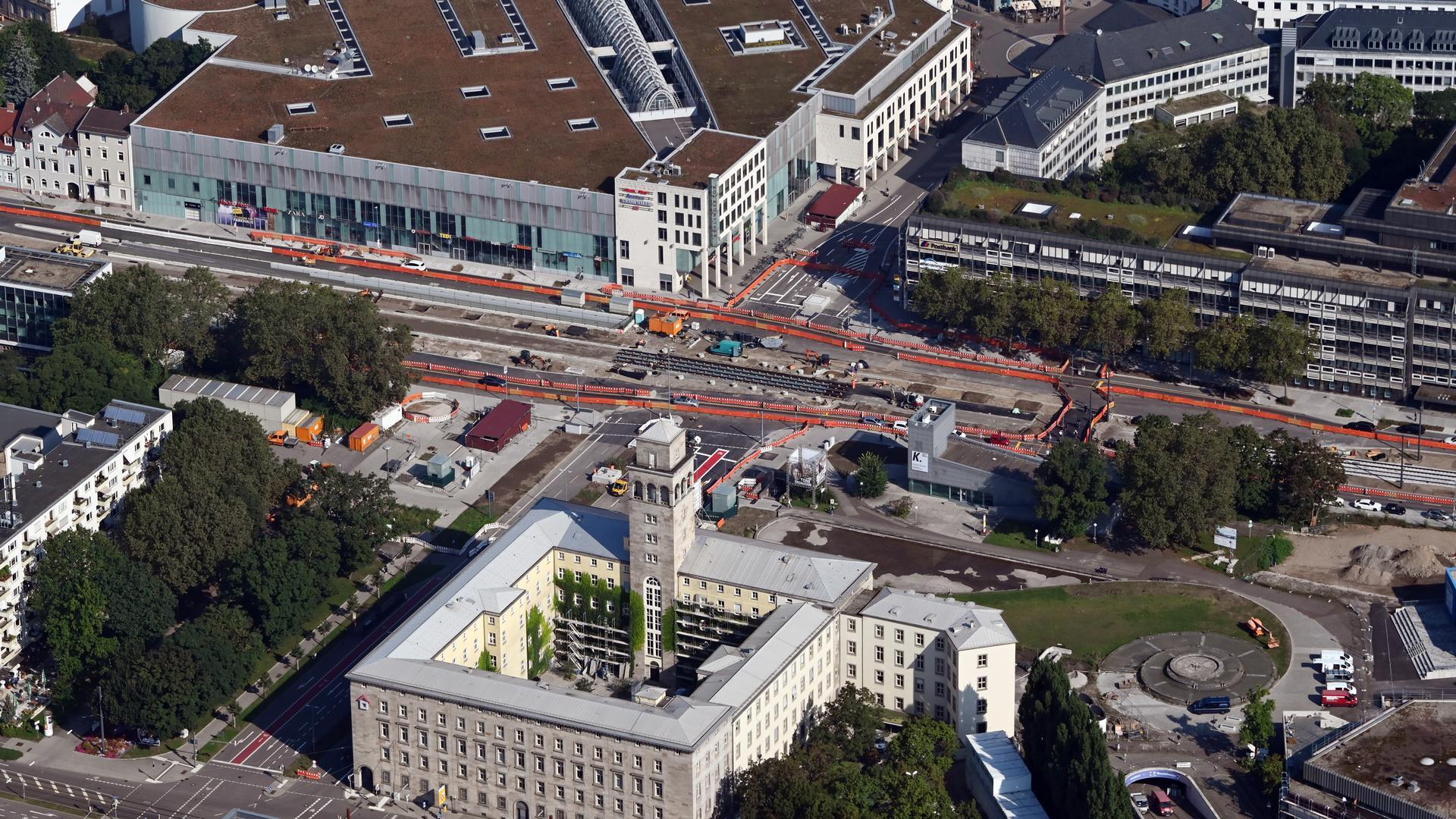 Die umfassende Neugestaltung am Ettlinger Tor werde zum 20. September fertiggestellt, hieß es.