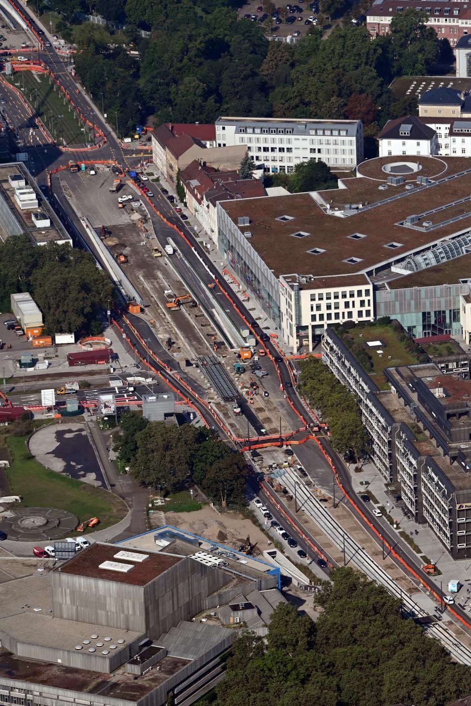 Mit dem Ende der Arbeiten sollen zentrale Verkehrsachsen, die gerade über den Sommer beschränkt oder blockiert waren, nun in besserer Qualität genutzt werden können.