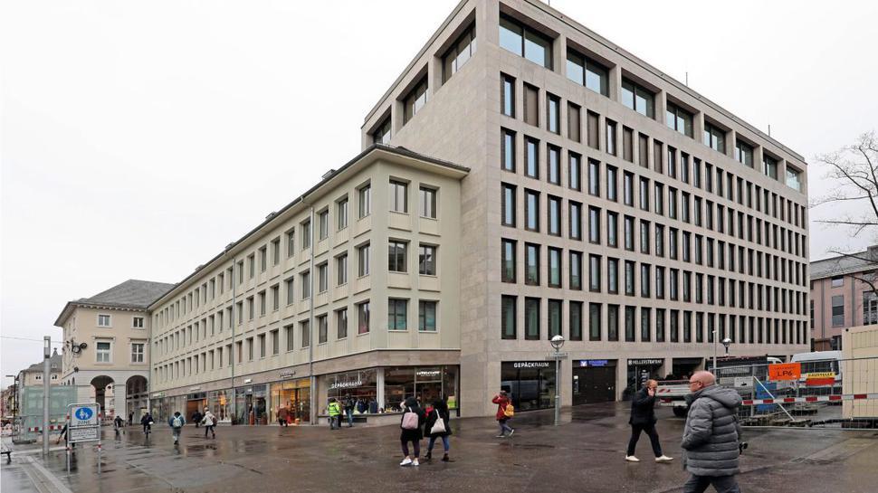 Im Erdgeschoss des Technischen Rathauses vermietet die städtische Fächer GmbH Ladenflächen, bevorzugt an inhabergeführte Geschäfte.
