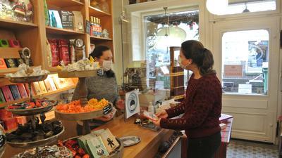 Vorbereitet für Weihnachten: Susi Zacharias hofft trotz den aktuellen Umständen auf das Weihnachtsgeschäft.