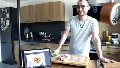 Andre Rosenthal kocht zu Hause gerne Gerichte, die er im Restaurant gegessen und im Internet wiedergefunden hat
