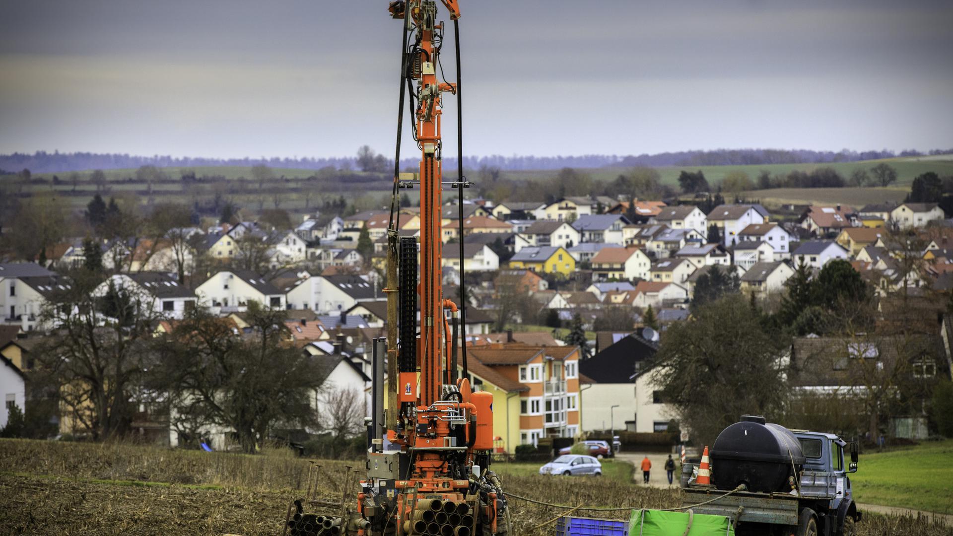 """Mit Probebohrungen im Bereich des Jöhlinger Landschaftsschutzgebiets """"Attental"""" wurde die Eigung des Untergrund für die geplante B293-Umgehung Jöhlingen schon untersucht."""