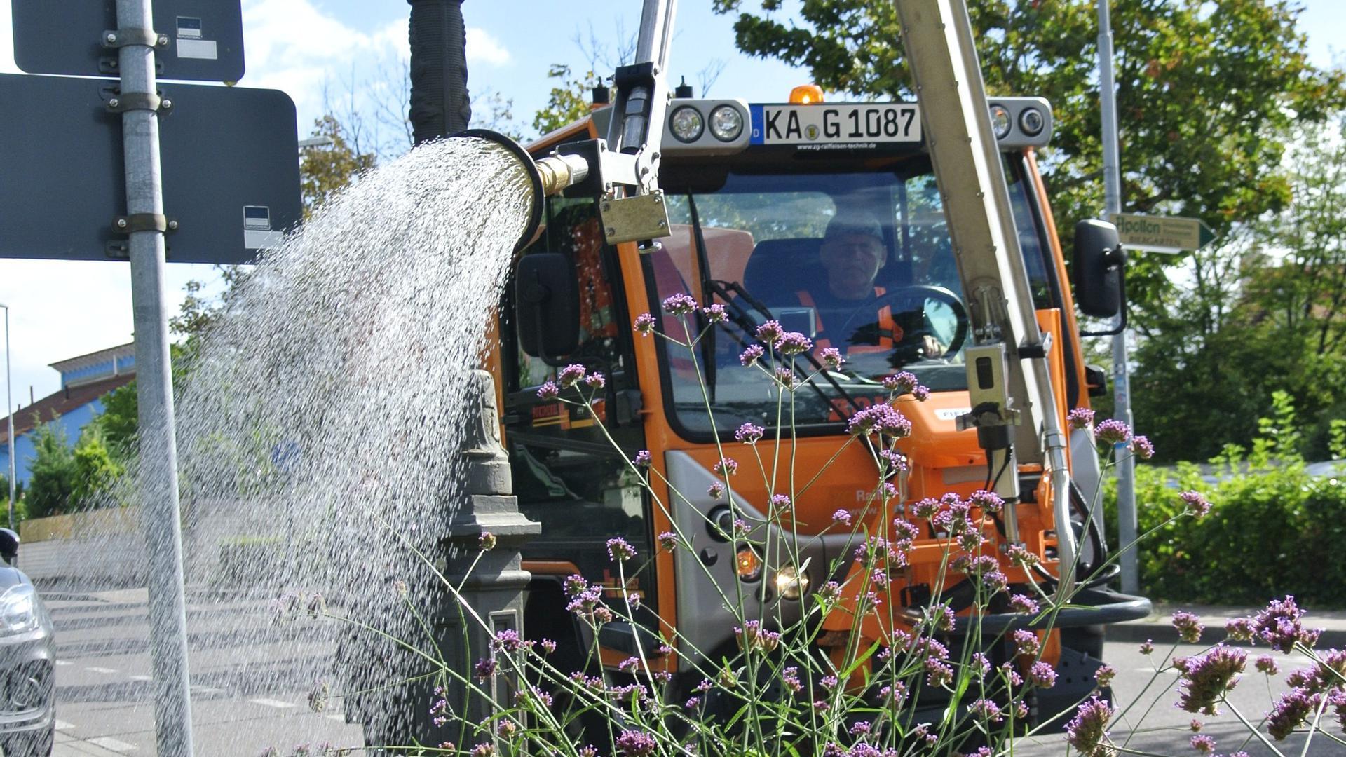 Bewässerung in Eggenstein: Peter Kaiser am Steuer