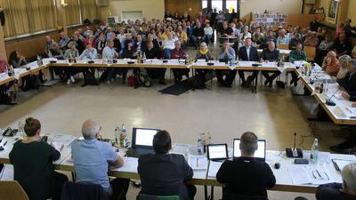 Pfinztal:  Gemeinderat, Antrag Pkw-Unterführung Söllingen,  vollbesetzter Saal im Emil-Frommel-Haus Söllingen