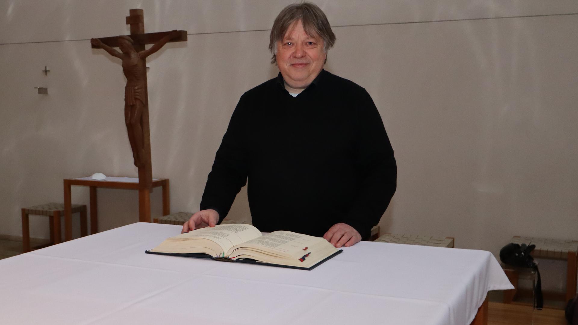 Gleiche Legitimation: Frauen wie Männer sind getauft und gefirmt. Also haben beide Geschlechter die entscheidende Voraussetzung für kirchliche Ämter und Weihe, meint Pfarrer Albert Striet, der die Kirchengemeinde Karlsruhe-Hardt betreut.