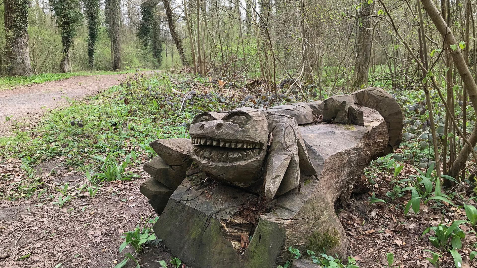 Holzskulptur am Drachenweg des Weingartener Moors