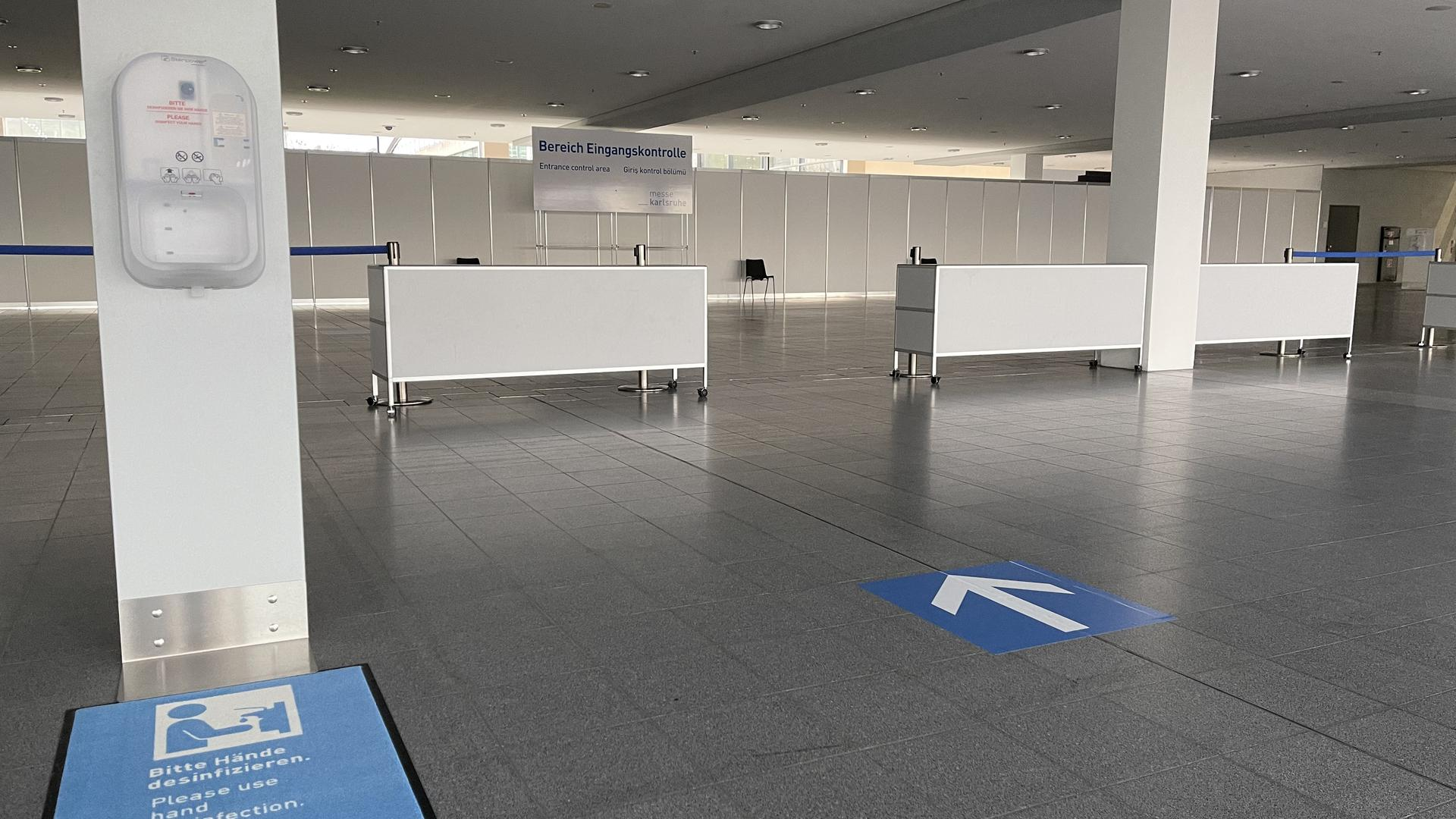 Eingangskontrolle Impfzentrum Messe Karlsruhe
