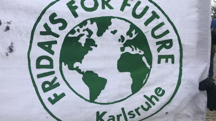 Fridays For Future hatte schon im Vorfeld mit Sprühkreide-Botschaften zur Demo eingeladen.