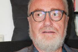 Schriftsteller Peter Hakenjos aus Pfinztal im Porträt