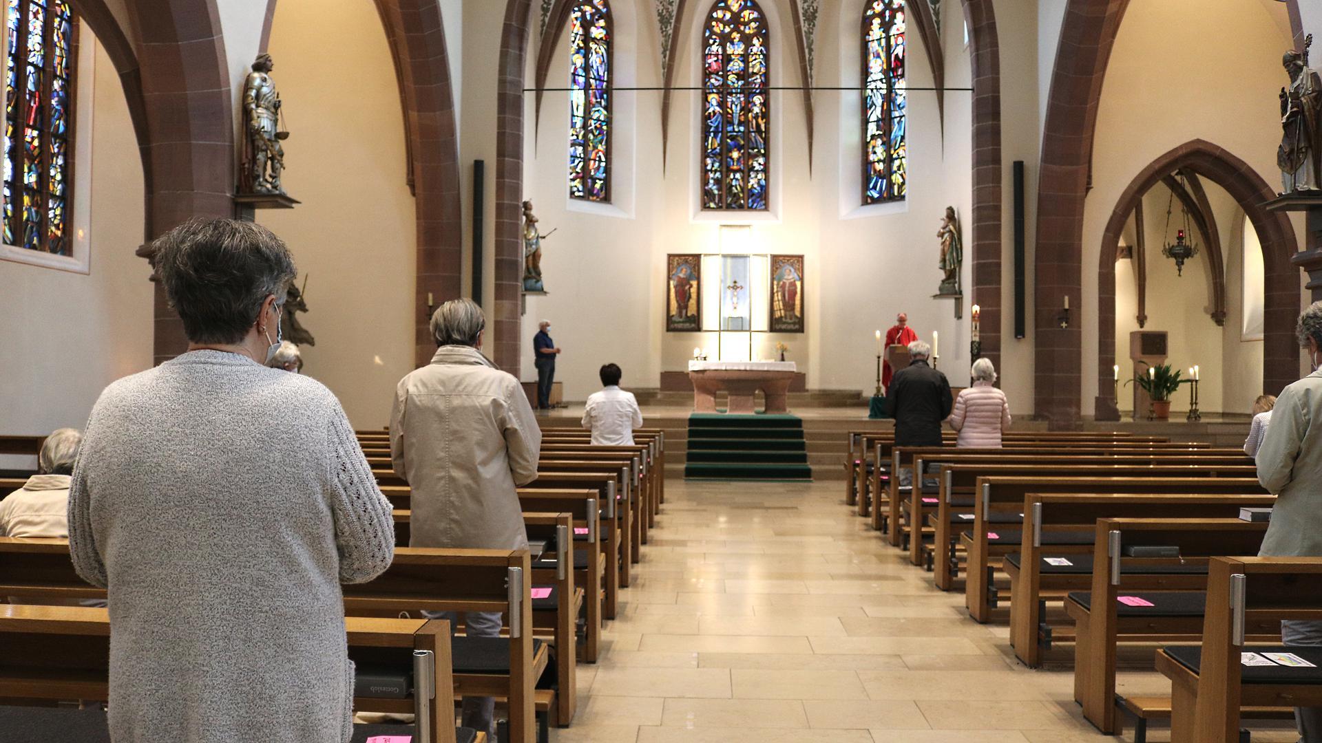 Spärlich besucht: Die Besucherzahlen in den Gottesdiensten haben im Vergleich zu vor der Pandemie deutlich abgenommen. Obwohl wieder gesungen werden darf.