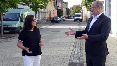 Mann und Frau auf Straße