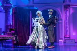 Zaubershow mit Zauberkünstlerin Diamond Diaz.