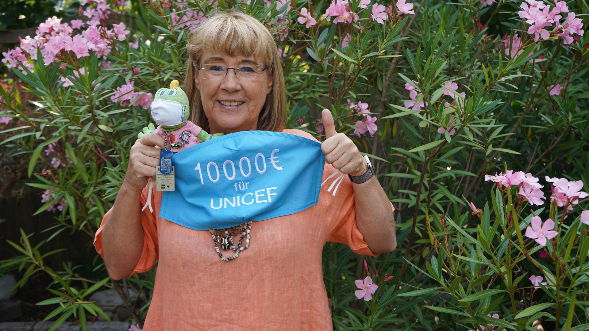 Demnächst sind es 12.000 Euro: Der Erlös von Ursula Grass' Maskenaktion kommt Unicef zugute.