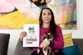 22.10.2021 Davina Casas aus Eggenstein-Leopoldshafen mit Katze Nala. Entlaufene Katzen in der Hardt: In den letzten Monaten häufen sich die Vermisstenmeldungen über Katzen in den Facebook-Gruppen der Hardt. Davina Casas vermisst ihre Katze seit knapp sieben Tagen, sie hat sogar eine Belohnung ausgeschrieben. Wir fragen bei Tierheimen, Tierschutzvereinen und dem Veterinäramt nach. Wie häufig entlaufen Katzen?