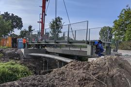 Die neue Brücke am Kopfweg wurde im September eingehoben. Wegen Engpässen ist sie derzeit aber noch nicht freigegeben.