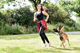 """Anthea Giuditta aus Eggenstein-Leopoldshafen ist im Finale von """"Top Dog Germany – Der beste Hund Deutschlands"""" bei RTL."""