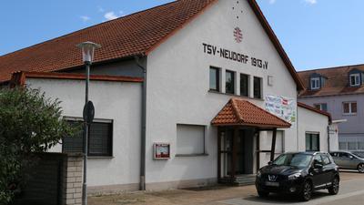 Die Turnhalle des TSV Neudorf wurde unter der Ägide von Rudolf Petermann in den Jahren 1950 bis 1953 gebaut und in den Folgejahren mehrmals erweitert.