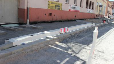 Straßenrand-Baustelle