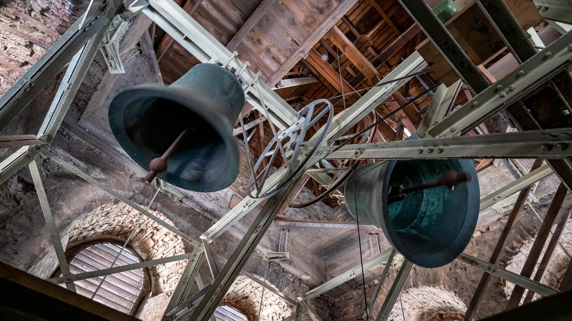 Kirchenglocken läuten um 18 Uhr zum Gedenken an die Opfer der Hochwasser-Katastrophe. Landesweit wurden zu dieser Stunde die Glocken an vielen Orten geläutet.